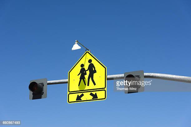 pedestrian crossing sig - pedestrian crossing sign stock photos and pictures