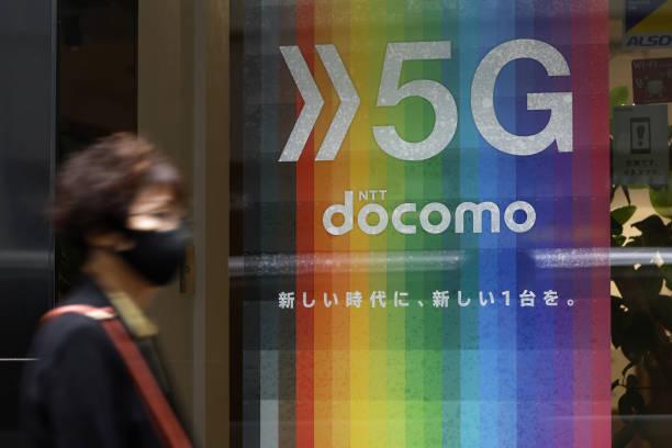 JPN: NTT Docomo Store and President Motoyuki Ii News Conference