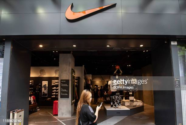 search the nike store