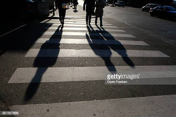 pedestrian shadows, paris - zebrapad stockfoto's en -beelden