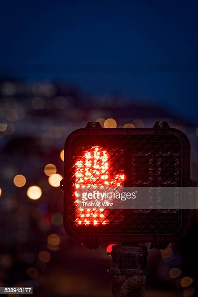 pedestrian traffic signal at night - walk don't walk signal stock pictures, royalty-free photos & images