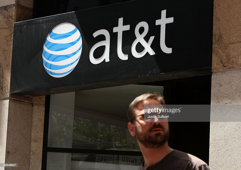 AT&T Posts Quarterly Rise In Profits,Boosted By iPhone Sales : News Photo