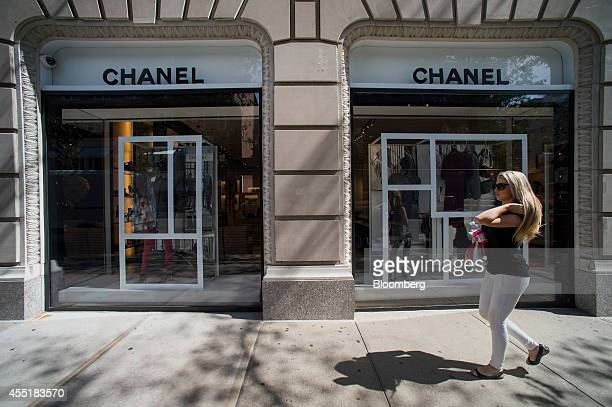 A pedestrian walks past a Chanel SA store on Madison Avenue in New York US on Wednesday Sept 3 2014 The Bloomberg Consumer Comfort Index a survey...