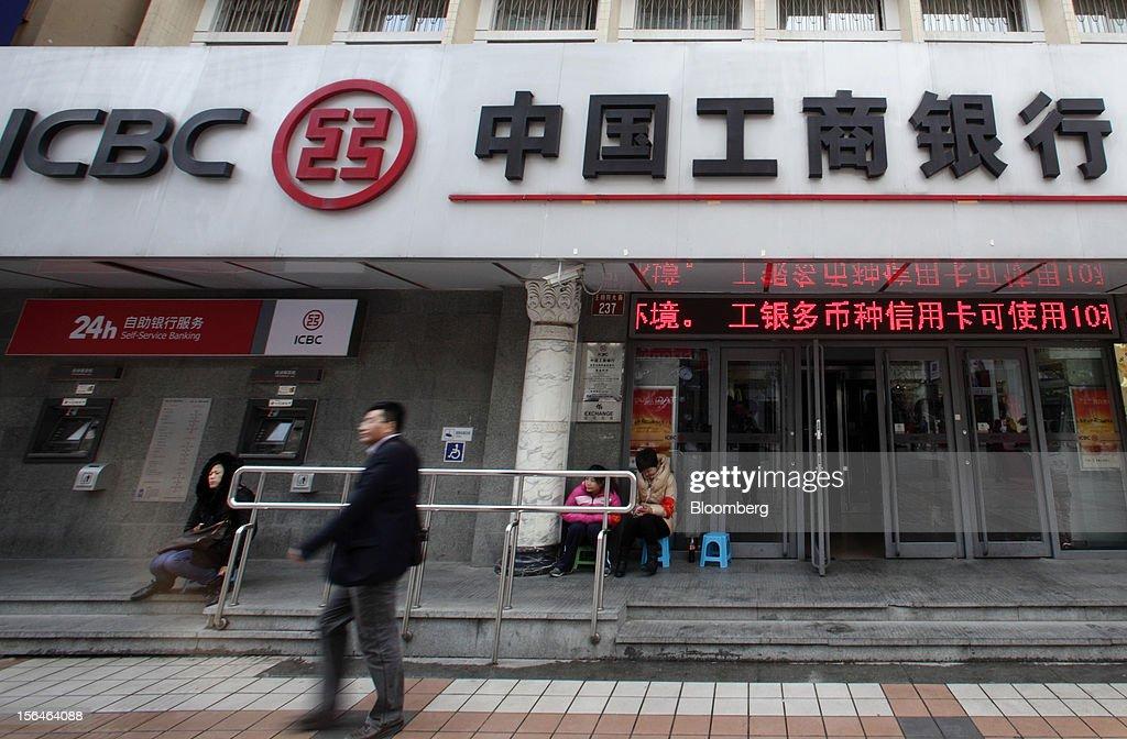 Company and Bank images After China Leadership Shift : News Photo