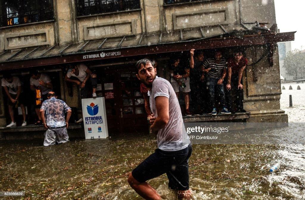 TOPSHOT-TURKEY-WEATHER : Fotografía de noticias