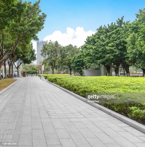 pedestrian walkway against sky - stoep stockfoto's en -beelden