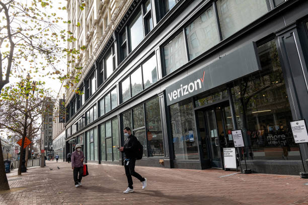 CA: Verizon Communications Stores Ahead Of Earnings Figures