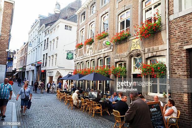 マーストリヒト kersenmarkt の歩行者天国 - マーストリヒト ストックフォトと画像