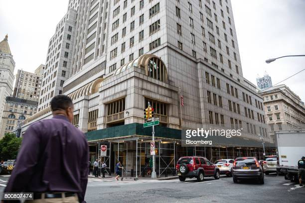 Pedestrians and traffic move past the Ted Weiss Federal Building which houses offices of the Internal Revenue Service in New York US on Friday June...