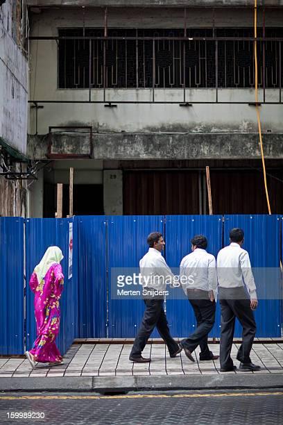pedestrians at construction area - merten snijders photos et images de collection
