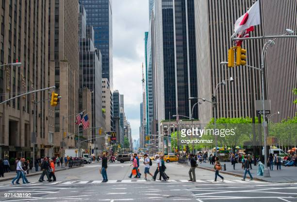 pedestrians crossing street, manhattan, new york - sixth avenue stock pictures, royalty-free photos & images