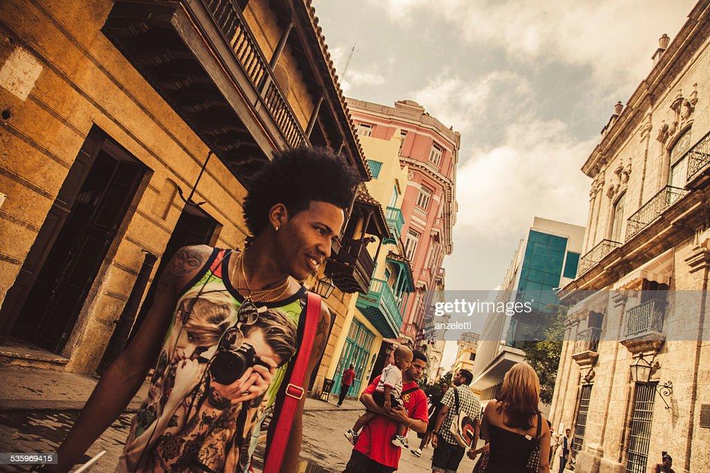 Pedestrians in Calle Obispo, Havana old town : Stock Photo