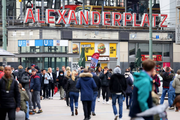 DEU: City Retail as Supply Woes Send German Business Confidence to Six-Month Low