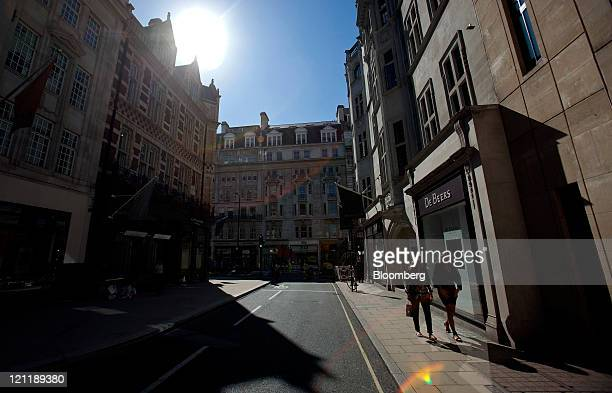 Pedestrians pass a De Beers Diamond Jewellers Ltd. Store on Old Bond Street in central London, U.K., on Monday, Aug. 15, 2011. U.K. Inflation...