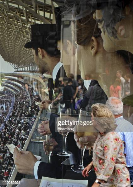 Pedestrians Pass A Poster In The Window Of The Austin Reed Ltd Store News Photo Getty Images