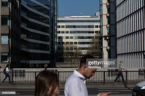 Pedestrians pass Cannon Bridge House in London UK on Friday April 20 2018 Foreign investors are less worried about the impact of Britain's exit from...