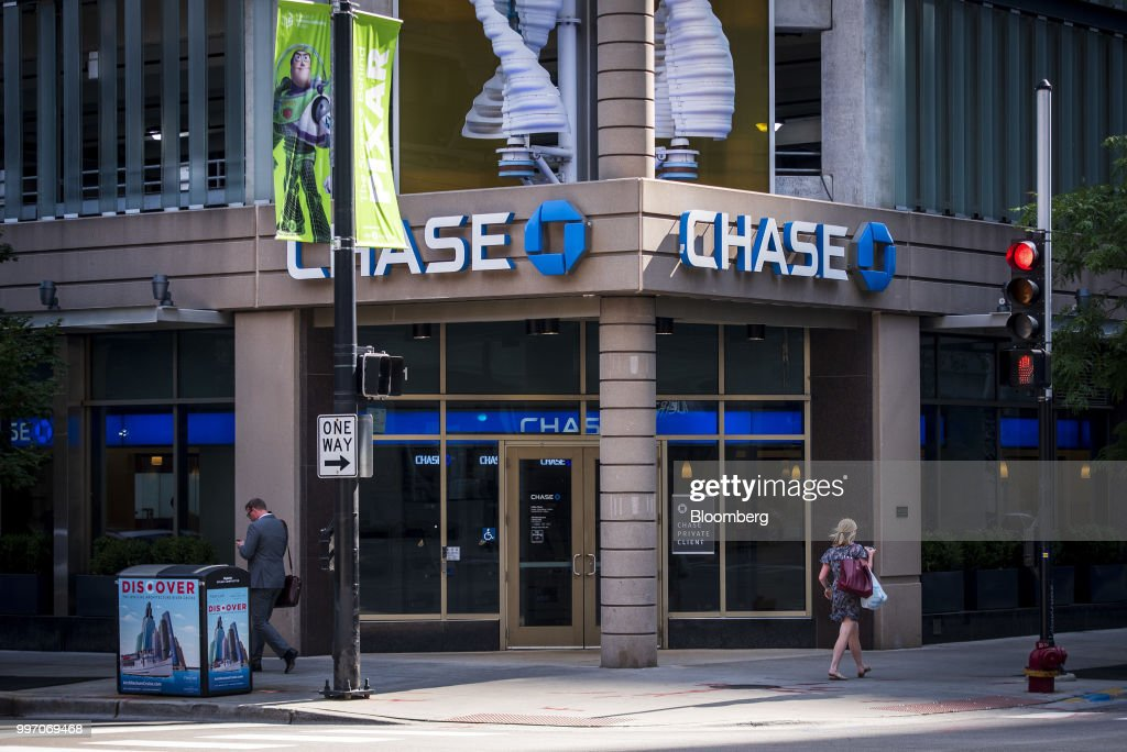 Pedestrians pass in front of a JPMorgan Chase & Co. bank branch stands in Chicago, Illinois, U.S., on Tuesday, July 10, 2017. JPMorgan Chase & Co. is scheduled to release earnings figures on July 13. Photographer: Christopher Dilts/Bloomberg via Getty Images