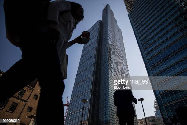 Pedestrians pass in view of the Heron Tower in the City of London UK on Friday April 20 2018 Foreign investors are less worried about the impact of...