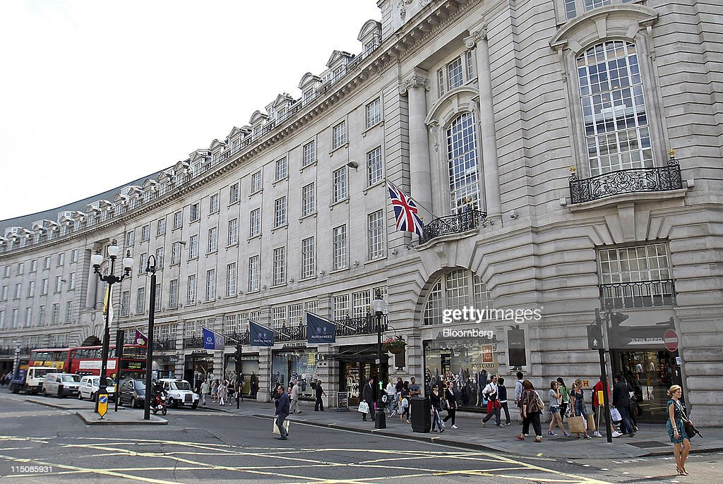 Pedestrians Pass The Austin Reed Ltd Store On Regent Street In News Photo Getty Images
