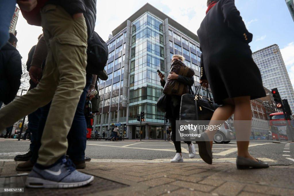 Cambridge Analytica Faces U.K. Search as EU Regulators Plot Response
