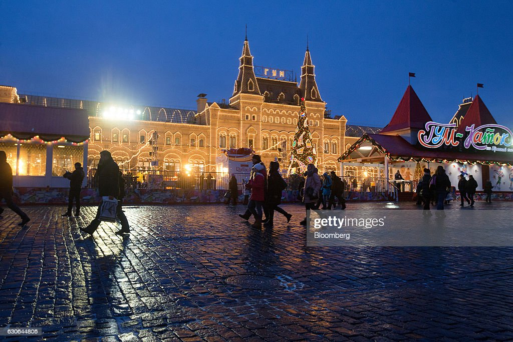 Pedestrians pass the G.U.M. luxury department store as they walk through Red Square in Moscow, Russia, on Wednesday, Dec. 28, 2016. President-elect Donald Trump said Wednesday that the U.S. should move on rather than retaliate against Russia for interfering in the 2016 election, with the Obama administration expected to soon take action against Moscow. Photographer: Andrey Rudakov/Bloomberg via Getty Images
