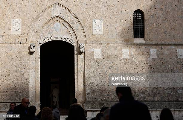 Pedestrians pass the headquarters of Banca Monte dei Paschi di Siena SpA in Siena Italy on Wednesday Jan 8 2014 Monte Paschi the bailed out Italian...