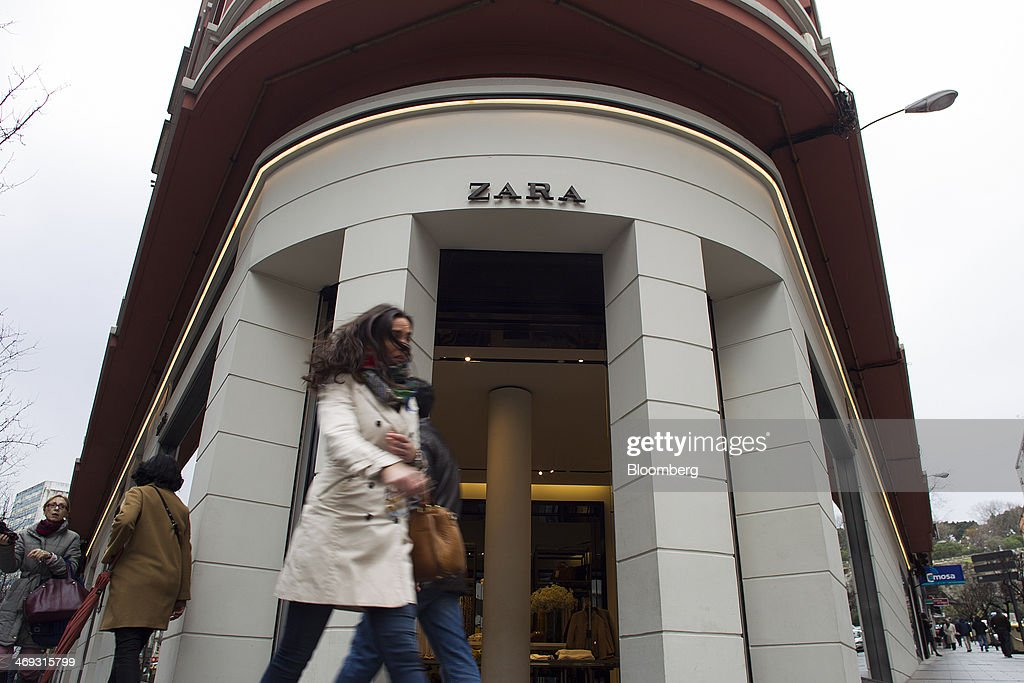 Inditex SA Headquarters And First Zara Fashion Store : Nachrichtenfoto