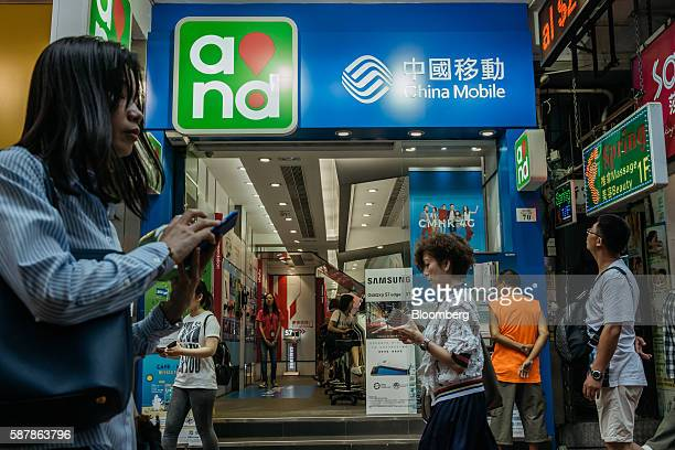 22 Inside A China Mobile Store Ahead Of Interim Results Pictures