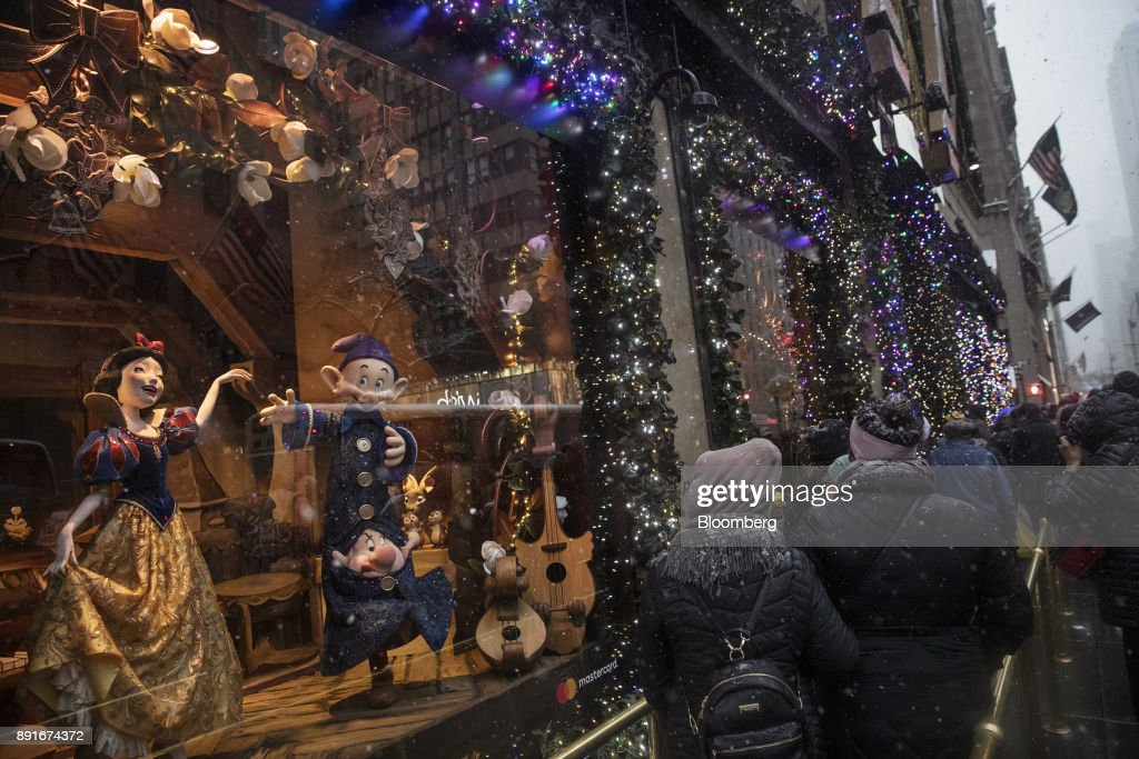 Shoppers View Holiday Windows Ahead Of Consumer Comfort Figures