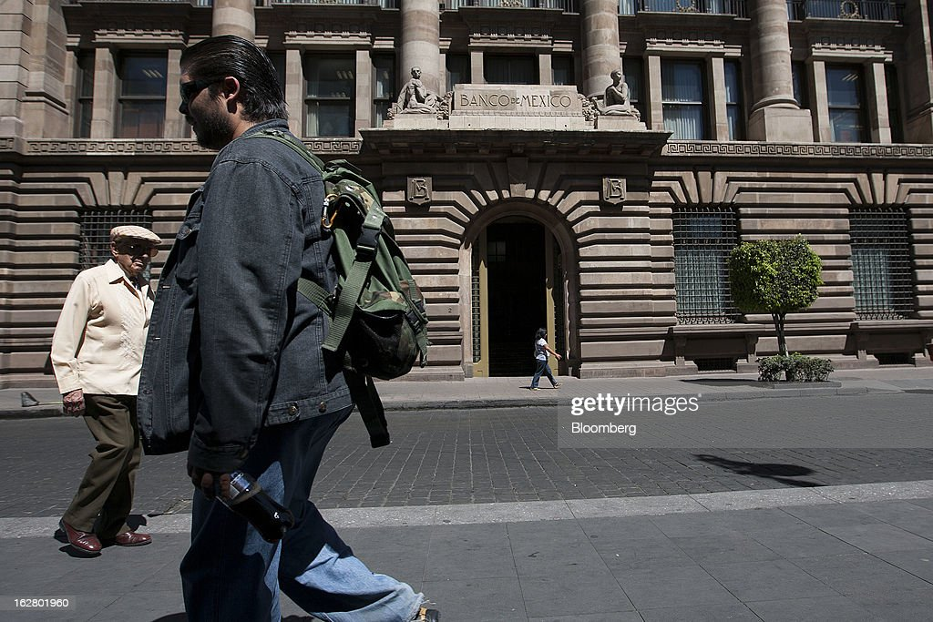 Pedestrians walk in front of the Banco de Mexico building in Mexico City, Mexico, on Wednesday, Feb. 27, 2013. The central bank's five-member board is scheduled to announce its next monetary policy decision on March 8. Photographer: Susana Gonzalez/Bloomberg via Getty Images