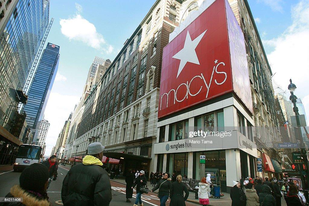 Retailers Reel After Dismal December Sales : News Photo