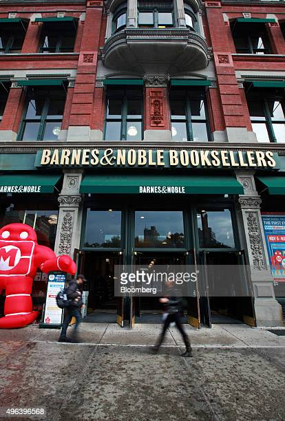 Pedestrians walk past a Barnes Noble Inc store at Union Square in the Manhattan borough of New York US on Wednesday Nov 4 2015 The biggest US...