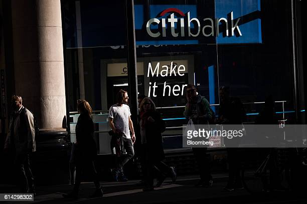 Pedestrians walk past a Citigroup Inc bank branch in New York US on Wednesday Oct 12 2016 Citigroup Inc is scheduled to release earnings figures on...