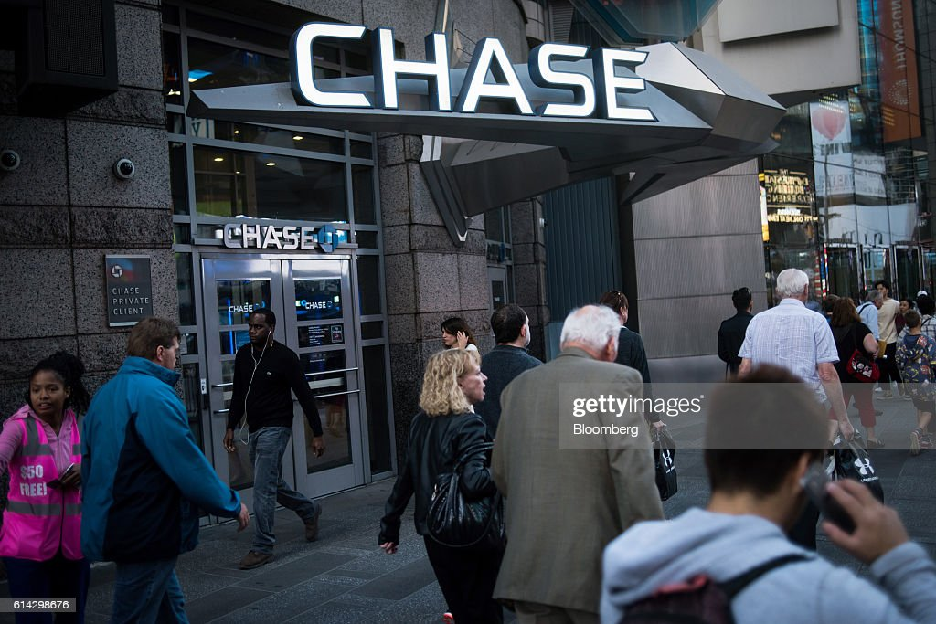 Pedestrians walk past a JPMorgan Chase & Co. bank branch in New York, U.S., on Friday, Oct. 7, 2016. JPMorgan Chase & Co. is scheduled to release earnings figures on October 14. Photographer: Mark Kauzlarich/Bloomberg via Getty Images