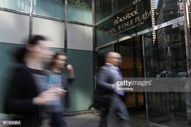 Pedestrians walk past BlackRock Park Avenue Plaza in New York US on Wednesday June 11 2018 BlackRock Inc is scheduled to release earnings figures on...