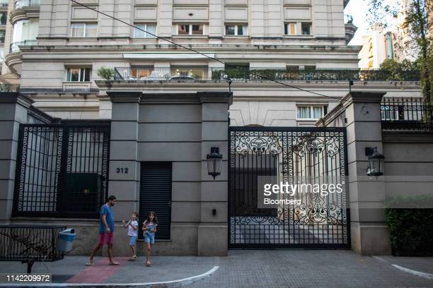 Pedestrians walk past luxury homes in the Vila Nova Conceicao neighborhood of Sao Paulo, on Monday, May 6, 2019. The luxury residential-property...
