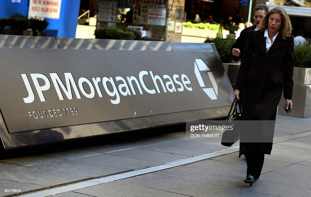 Pedestrians walk past the JP Morgan Chase headquarters in New York on March 17, 2008. JP Morgan Chase bought Bear, Stearns & Co, for 2 USD a share, with help of 30,000 billion in financing of Bear, Stearns assets from the US Federal Reserve.