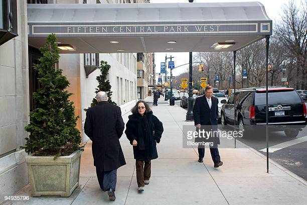 Pedestrians walk under the awning for 15 Central Park West a luxury condominium building in New York US on Tuesday Jan 6 2009 Manhattan apartment...