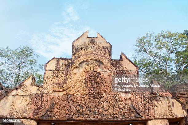 pediment of a gopuram, banteay srei, angkor - banteay srei stock pictures, royalty-free photos & images