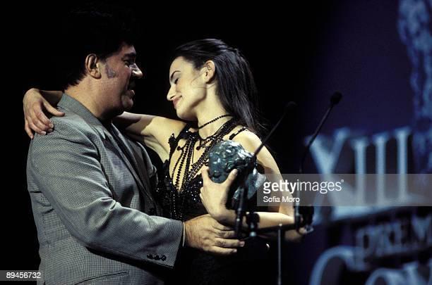 Pedro Almodovar present the prize Goya to the best actress Penelope Cruz 1998