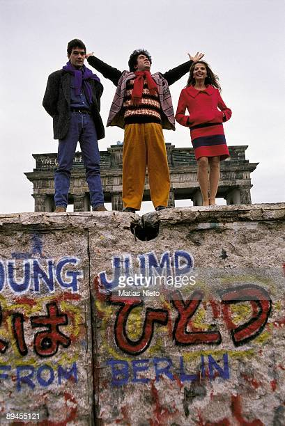 Pedro Almodovar Victoria Abril and Antonio Banderas on the Berlin Wall The director and the actors on the wall during the presentation of 'Tie me up'...