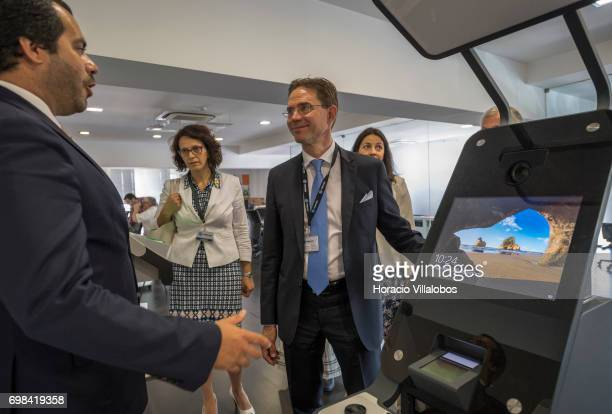 Pedro Alves VisionBox Business Development Director briefs European Commission VicePresident Jyrki Katainen in charge of Jobs Growth Investment and...
