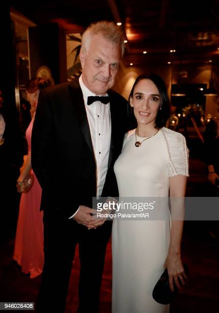 Pedro Bial and Maria Prata attend the 2018 amfAR gala Sao Paulo at the home of Dinho Diniz on April 13 2018 in Sao Paulo Brazil