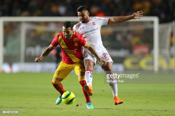 Pedro Canelo of Toluca fights for the ball with Mario Osuna of Morelia during the quarter finals first leg match between Morelia and Toluca as part...