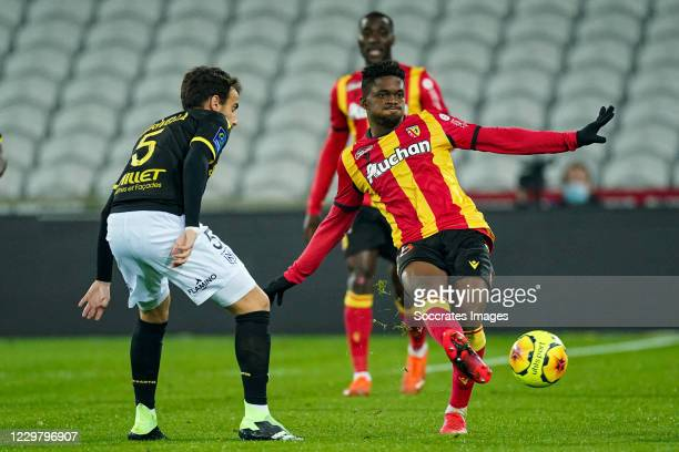 Pedro Chirivella of Nantes, Cheick DoucourŽ of Lens during the French League 1 match between RC Lens v Nantes at the Stade Bollaert-Delelis on...