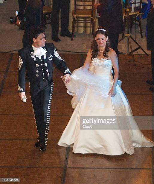 Pedro Fernandez and Rebeca Garza dance during their wedding on October 9 2010 in Mexico City Mexico