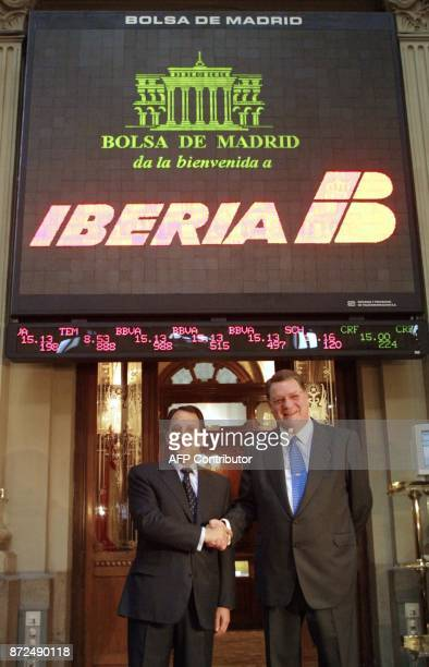 Pedro Ferreras of the Spanish Society of Industrial Participations shakes hands with Iberia airlines President Xabier de Irala 03 March 2001 at the...