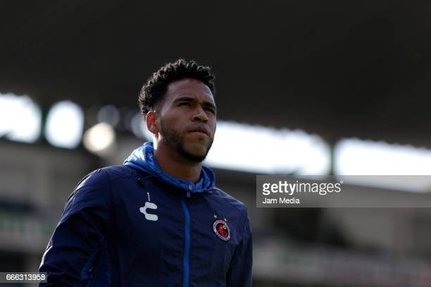 Pedro Gallese Goalkeeper of Veracruz warms up prior the 13th round match between Leon and Veracruz as part of the Torneo Clausura 2017 Liga MX at Nou...