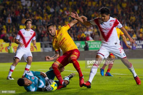 Pedro Gallese of Veracruz and Sebastian Vega of Morelia fight for the ball during the 9th round match between Leon and America as part of the Torneo...