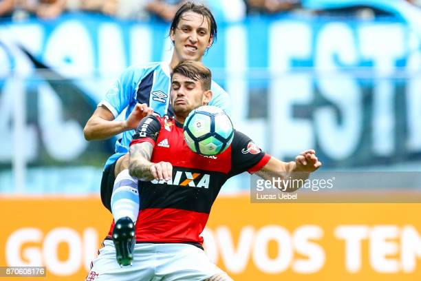 Pedro Geromel of Gremio battles for the ball against Felipe Vizeu of Flamengo during the match Gremio v Flamengo as part of Brasileirao Series A 2017...